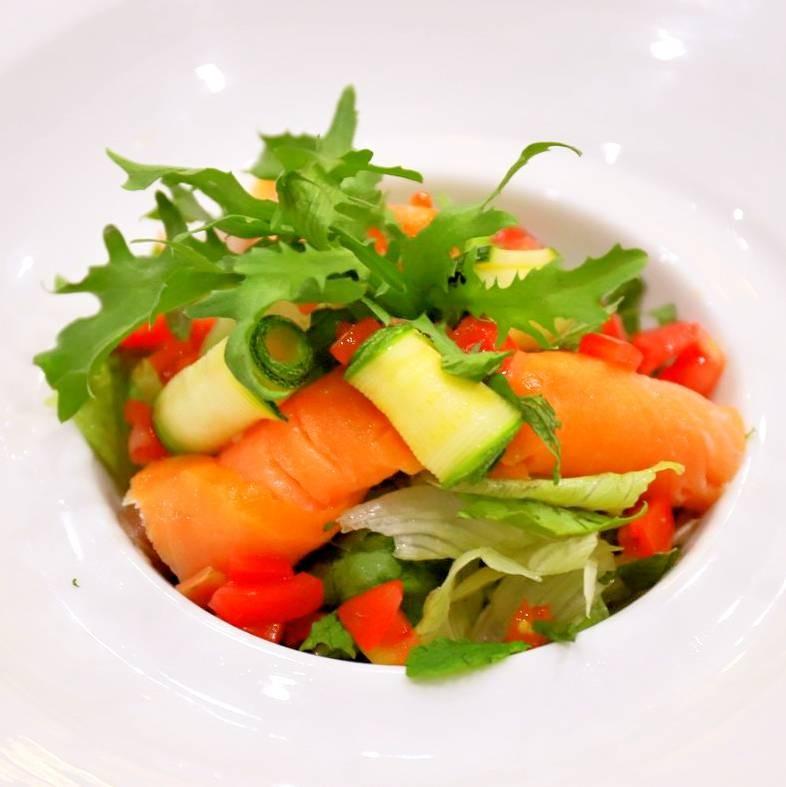 主廚私房菜:醬汁煙燻鮭魚凱薩沙拉(沙拉二選一)