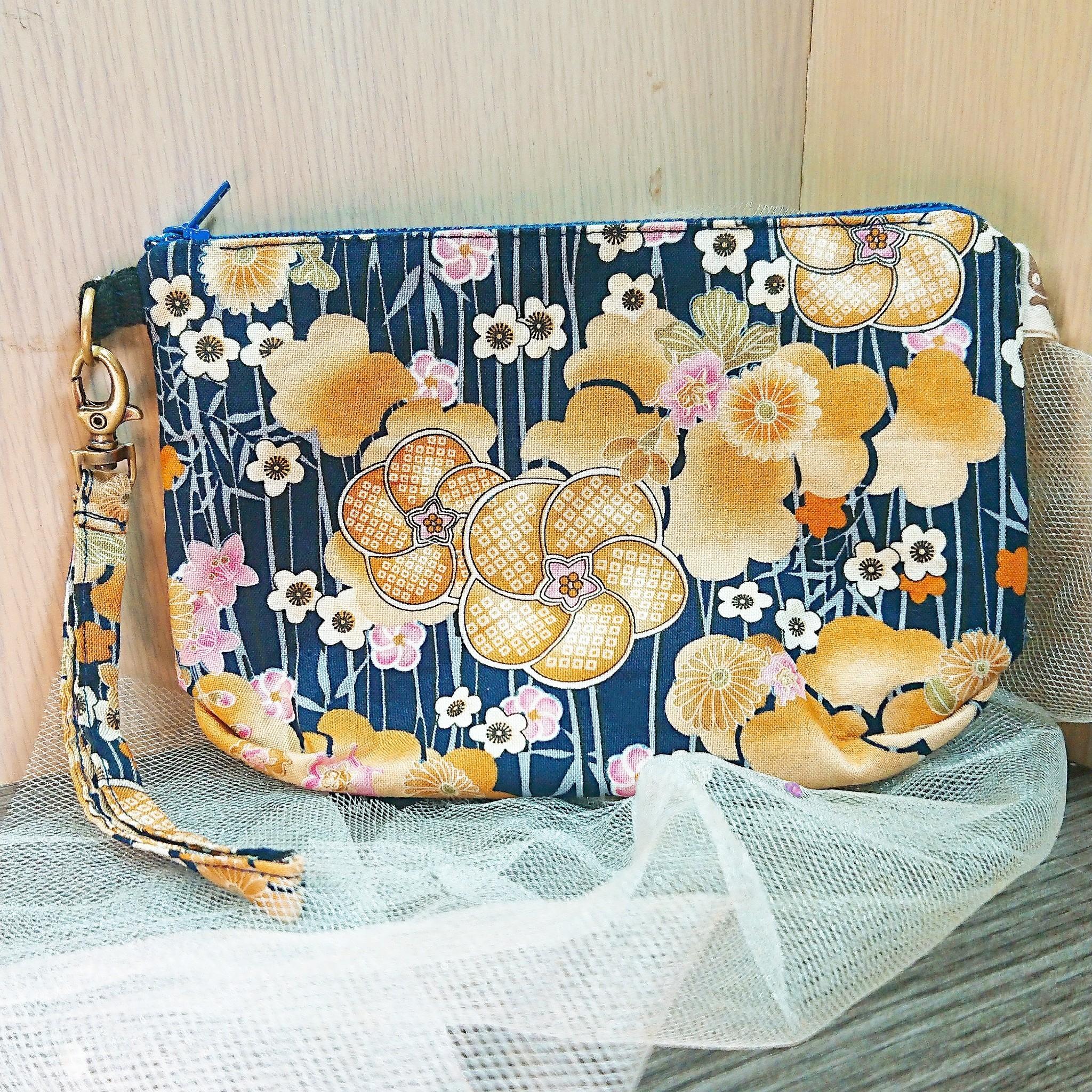 傢飾藝品-手作織布萬用包(花布藍)