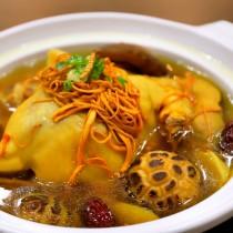 主廚私房菜:黃金蟲草煨雞湯