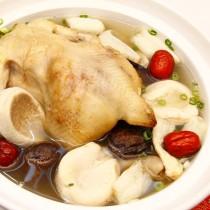 主廚私房菜:山珍海味燉雞湯