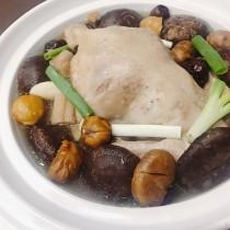 主廚私房菜:香菇竹笙雞湯(全雞)